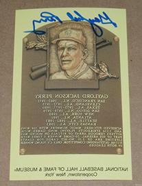 GAYLORD PERRY SIGNED MLB HALL OF FAME PLAQUE POSTCARD FAMOUS