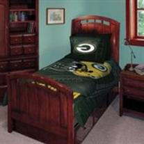 Green Bay Packers Twin/Full Comforter with Two Pillow Shams