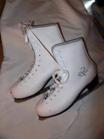 CCM Pirouette White Ice Figure Skates - Size 4.0,  -- Very
